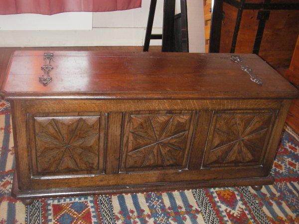 coffre a bois basque vente d 39 objets anciens et meubles rustiques perso. Black Bedroom Furniture Sets. Home Design Ideas
