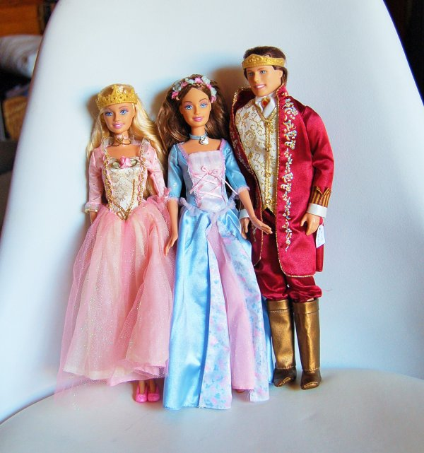 Articles De Barbiesetpoupeesdesophie Tagg 233 S Quot Barbies Princess Anneliese And Erika From