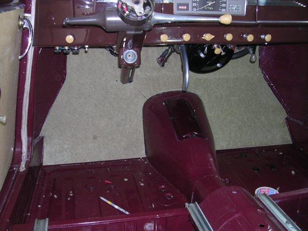 pose des rev tements de sol peugeot 203 de 1949. Black Bedroom Furniture Sets. Home Design Ideas