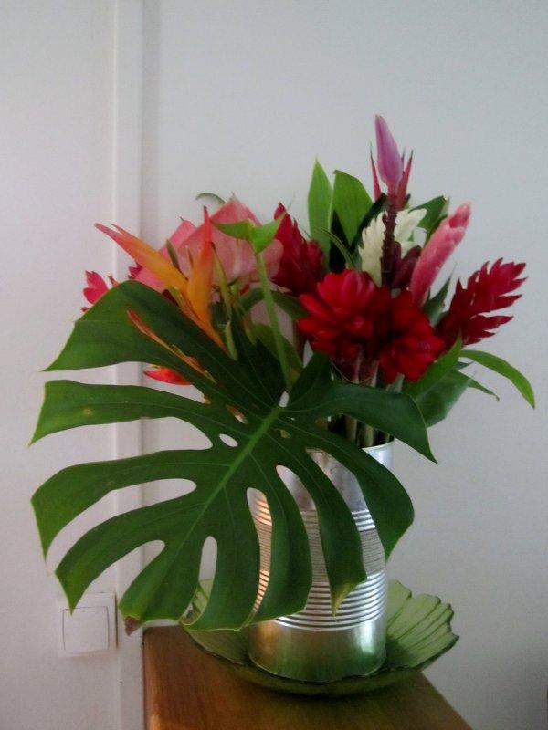 Juste un bouquet dans une bo te de conserve diverses for Bouquet de fleurs dans une boite