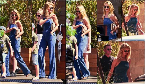 08/08/16 - Rosie Huntington s'est rendue au restaurant SoHo House pour le d�jeuner situ� dans Malibu. Retrouvez aussi en dessous les nouvelles photos promotionnelles de Rosie H.W pour la campagne Paige Denim d'Automne Hiver 2016 !