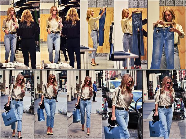 16/09/16 - Rosie Huntington a �t� faire un peu de shopping � la boutique Paige Denim dans SoHo, NY.  Rosie est ambassadrice de la marque mais ce n'est pas seulement un contrat, elle porte r�guli�rement des pi�ces des nouvelles collections.