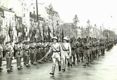 La Force Publique du Congo Belge défile à Bruxelles le 21 juillet 1955
