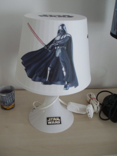 lampe de chevet star wars 10 euro toute mes decorations. Black Bedroom Furniture Sets. Home Design Ideas