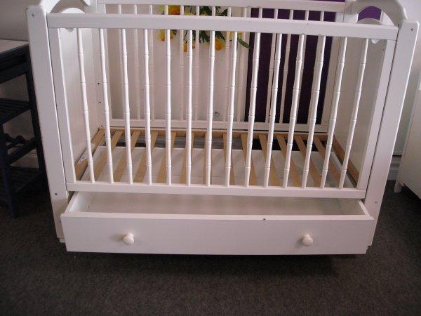 Lit de b b 3 hauteurs de sommier tiroir dessous c t coulissant de marque sauthon blog - Lit bebe barreaux coulissant ...