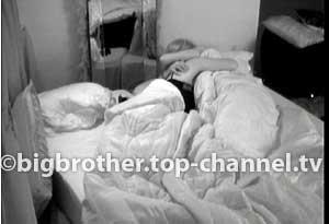 Neda dhe Ogreni flenë bashkë në dhomën e liderit