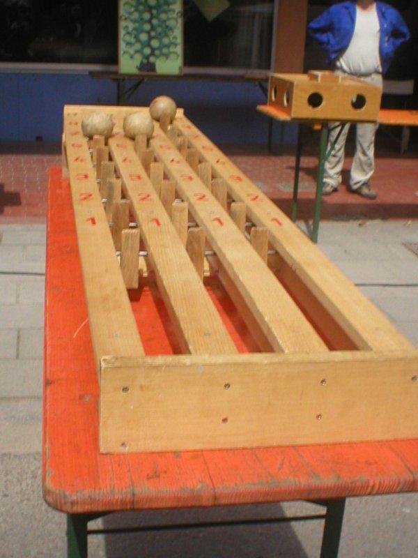 voici les jeux anciens en bois a la foire du terroir 17 mai 2012 nous sommes 3 rongeurs 3. Black Bedroom Furniture Sets. Home Design Ideas