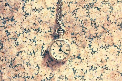 .  .    Ne perdez pas votre temps parce que les secondes d�filent et ne reviennent jamais.  .  .
