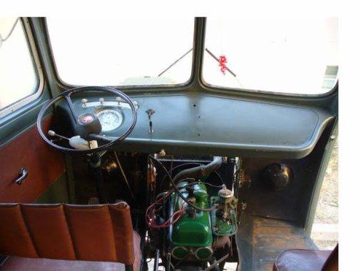 L 39 interieur d 39 un peugeot d4a voiture ancienne du 83 for Interieur de voiture