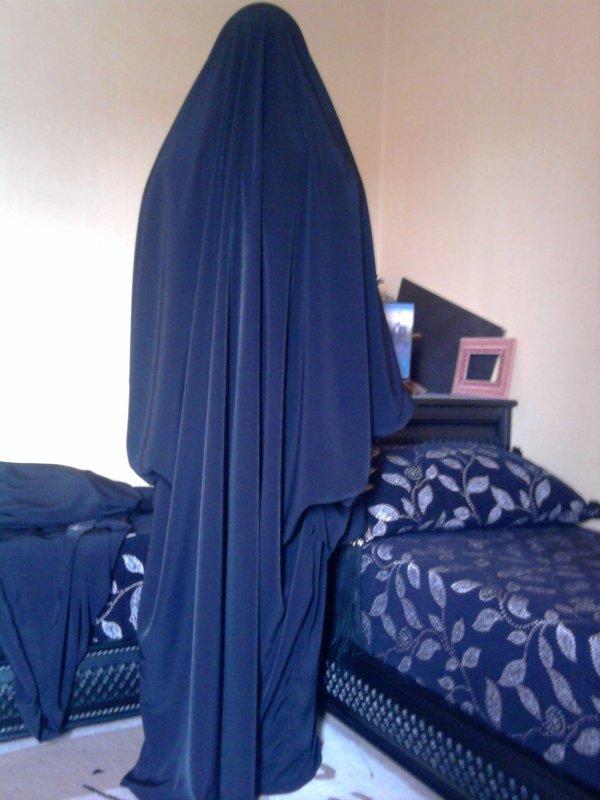 "Jilbab Alg�rien dit ""tablier "" ou ""d'allaitement"""
