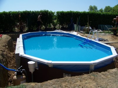 Piscine hors sol enterrer for Piscine semi enterree acier