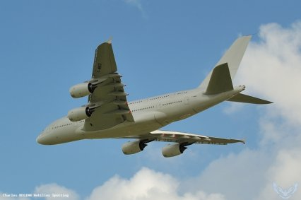 L'A380 att�rrit enfin en Martinique