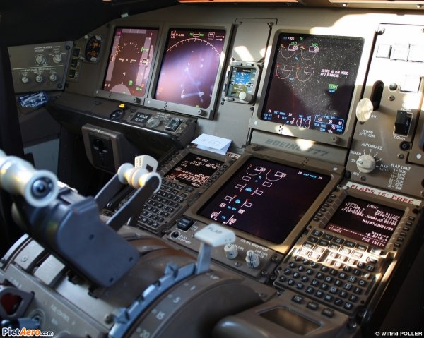 Photos/Vidéos > Cockpit Boeing 777-300 Air France