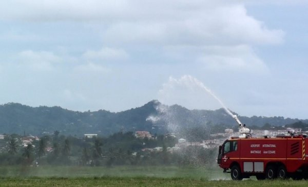 Salon Aéronautique Martinique > Pompiers Demonstration
