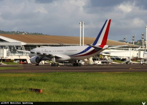 Visite > Airbus A330-200 Sarko One !