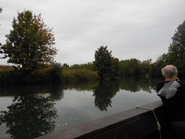 promenade en gabarre sur une rivi�re si calme..............avec passage d' une �cluse