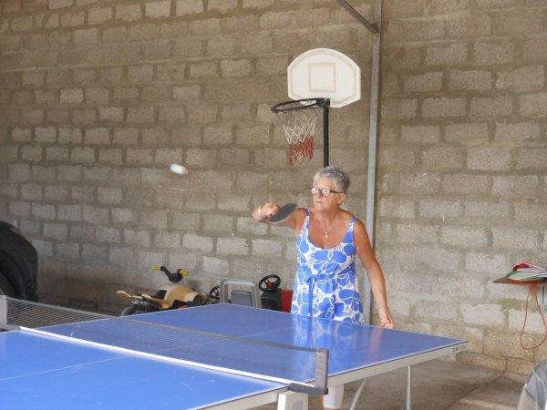 petite partie de ping pong avec ma soeur