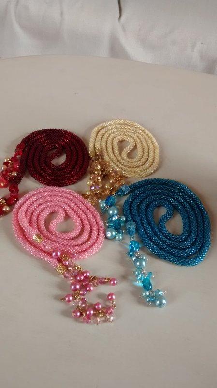 Juillet 2O14 : Une photo d'ensemble des colliers crochets que j'ai r�alis� pour moi.