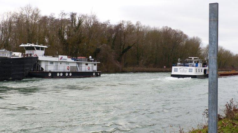 MERCURE et sa barge...................MAROLLES.............JANVIER 2016