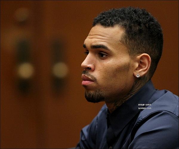 . 3 FEV. : Chris a �t� aper�u arrivant au tribunal de Los Angeles accompagn� de Karrueche Tran.  -