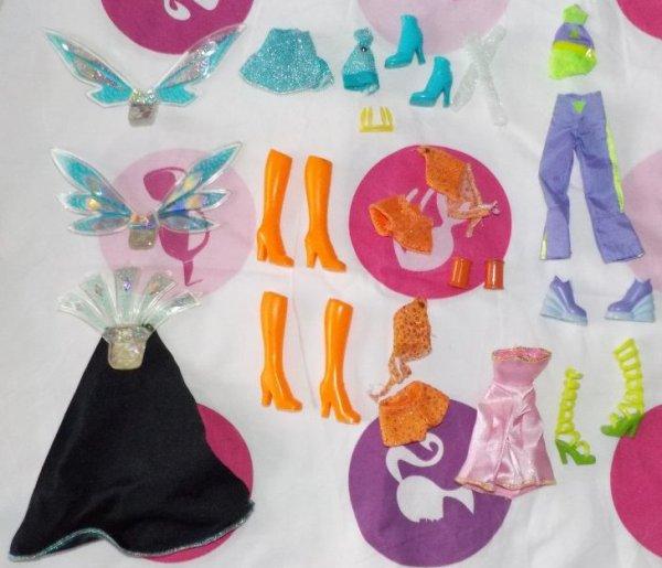 V�tements et accesoires Barbie, Winx, Monstr high et Disney � vendre ou � �changer
