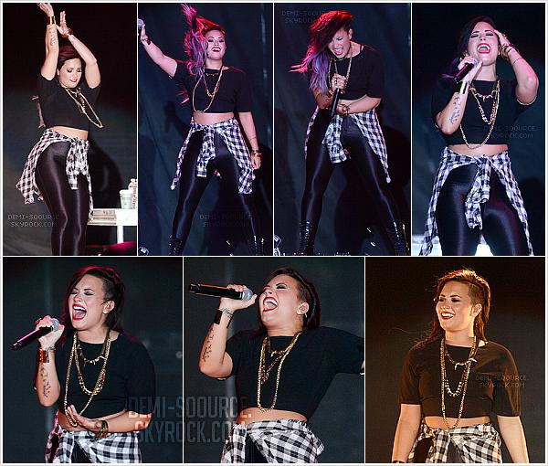 *Le 20 juillet 2014, Demi a fait le show à Paso Robles, en Californie.   *