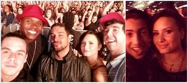 *Le 8 août, Demi, Wilmer et des amis ont assisté au concert de Rihanna & Eminem. (CA)  *
