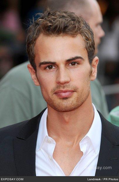 Divergent - Le film : Theo James sera Four !