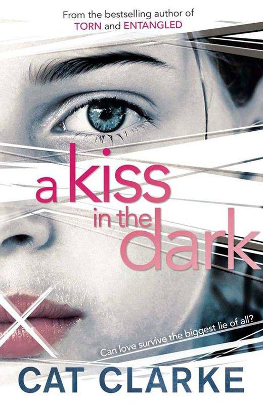 Présentation : A KISS IN THE DARK de Cat Clarke
