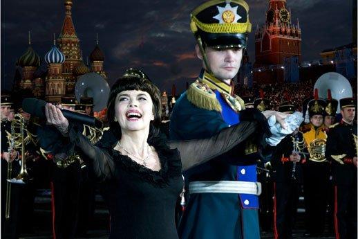 Mireille Mathieu  zu Gast beim Internationalen Militärmusikfestivals in Moskau