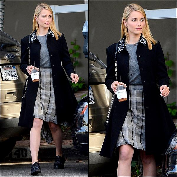 11/02 Dianna a été vue quittant sa pause déjeuner au Café Alfred à LA.