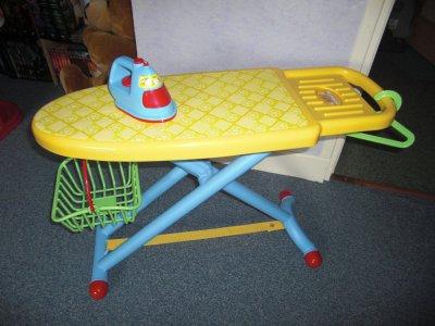 Table a repasser qweenie avec accessoires blog de toutavendre77 - Table a repasser avec fer integre ...