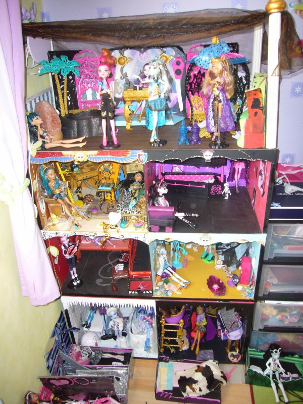 Maison monster high en bois for Meuble pour maison