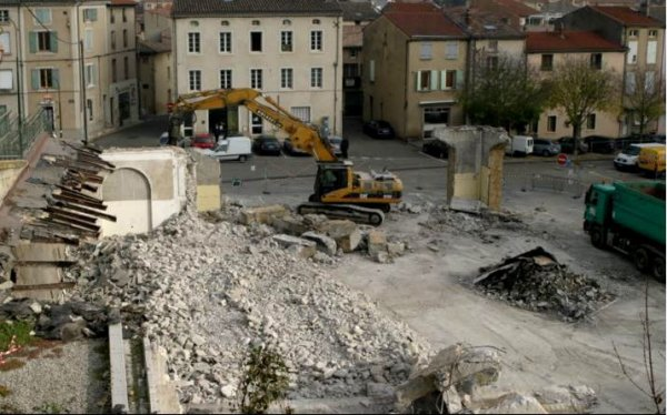 demolition place des graviers