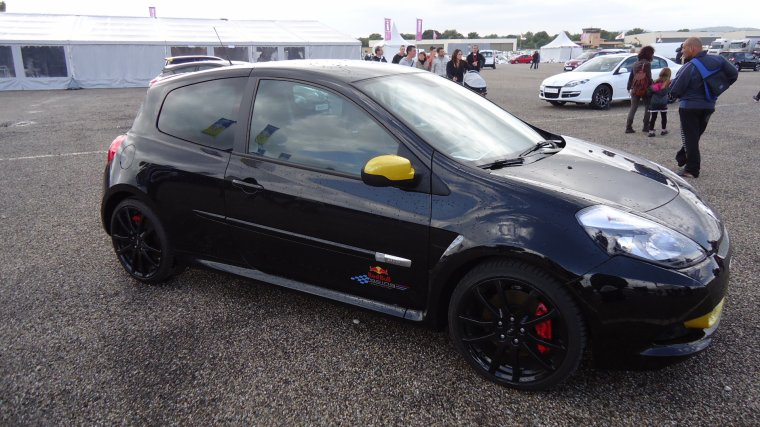 renault clio rs red bull racing provencevaucluse uto. Black Bedroom Furniture Sets. Home Design Ideas