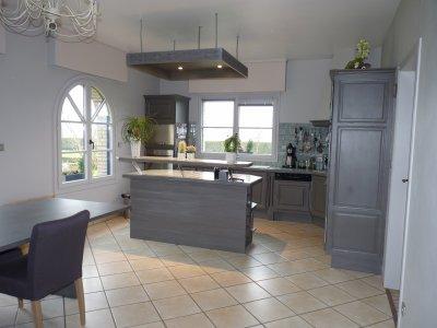 Apres la cuisine les murs et les fenetres la renovation - Cuisine gris clair et blanc ...
