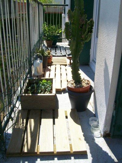 la balcon ambiance zen avec les caillebotis en bois v ro. Black Bedroom Furniture Sets. Home Design Ideas
