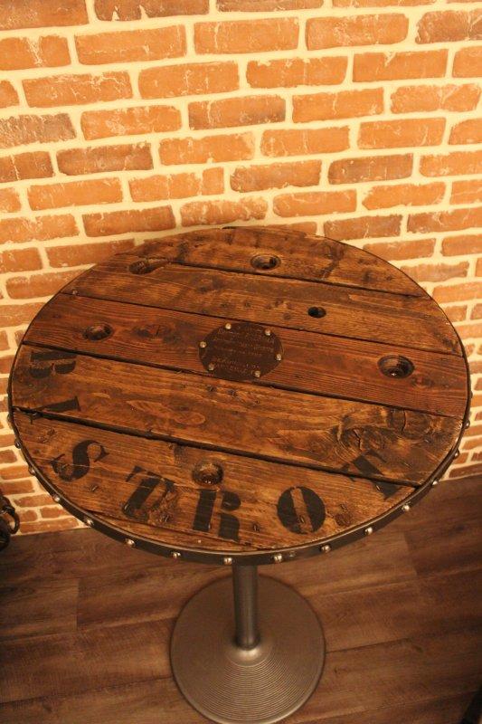 table bistrot la main d 39 acier. Black Bedroom Furniture Sets. Home Design Ideas