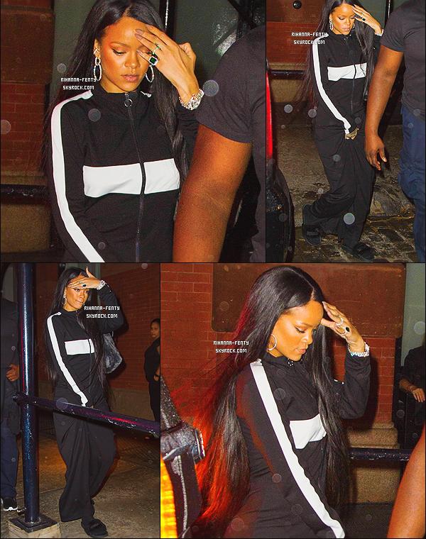 ' 06/09/2016 - Miss Rihanna Fenty a été photographiée alors qu'elle se rendait à son hôtel « Mercer » à New York. Elle était vêtue d'un ensemble « Puma », et portait ces sandale signée Fenty de   Puma. J'aime beaucoup l'ensemble, un top - Qu'en pensez-vous ? '