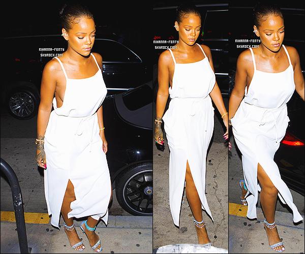 ' 10/06/2016 - Rihanna Fenty a �t� vue se rendant � son restaurant favoris le � Giorgio Baldi � � Los Angeles. Elle �tait v�tue d'une robe sign�e � Adam Selman �, portait ses chaussures de sa propre collection avec Manolo Blahnik. J'aime bien, un top ! '