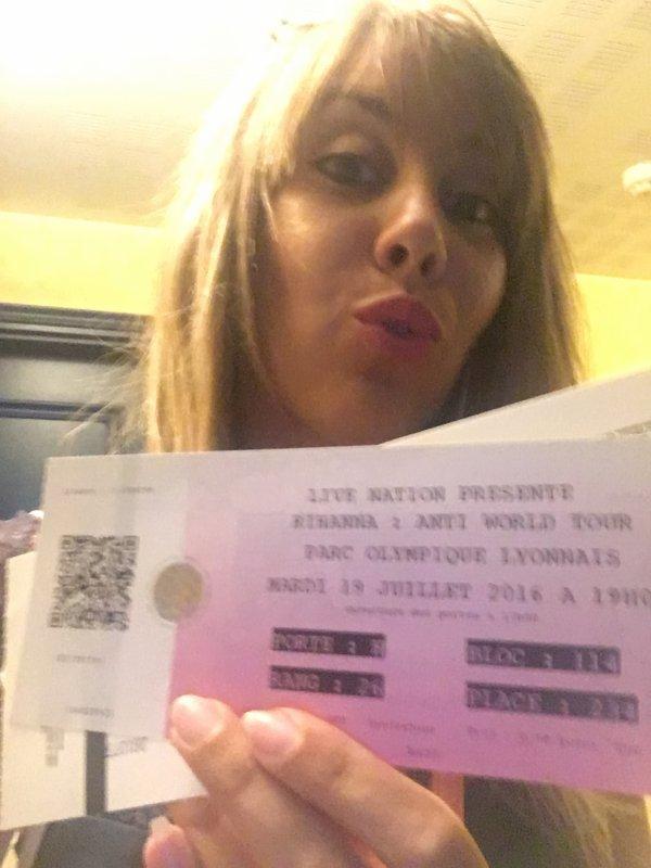 J'AI GAGN� MES PLACES AVEC SKYROCK : Le concert de Rihanna � Lyon !