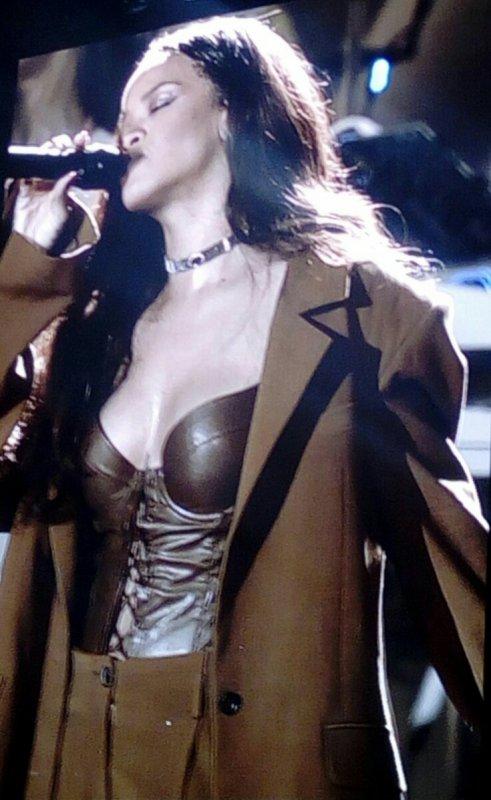 J'AI GAGN� MES PLACES AVEC SKYROCK : Le concert de Rihanna � Lille !