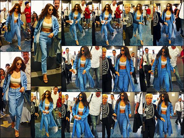 - 09/04/16 - Selena Gomez a �t� ass�n�e par les flashs en arrivant � l'a�roport international de Miami en Floride[/s#00000ize]Apr�s avoir pass� quelques jours � Miami, par ailleurs en compagnie de son amie Vanessa Hudgens, Selena semble retourner � Los Angeles. Avis ?  -