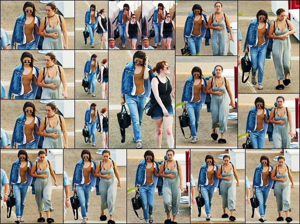 - 12/06/16 - Miss Selena Gomez entour�e de ses amies se dirigeait vers un yacht se trouvant � Miami en Floride ![/s#00000ize]Pas beaucoup de photos pour cette news ... Selena Gomez a rendu un hommage � son amie Christina Grimmie, lors de son dernier concert � Miami. -