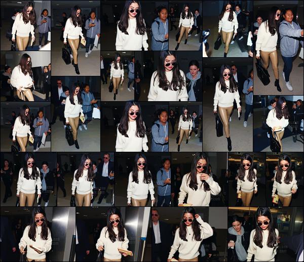 - 28.11.16'─'Selena Gomez a été photographiée en arrivant à l'aéroport international de « LAX » à Los Angeles ![/s#00000ize]Il semblerait que la belle quitte la ville des stars après une petite semaine, mais surtout que S. va beaucoup mieux depuis son retour ! Top ou flop ? -