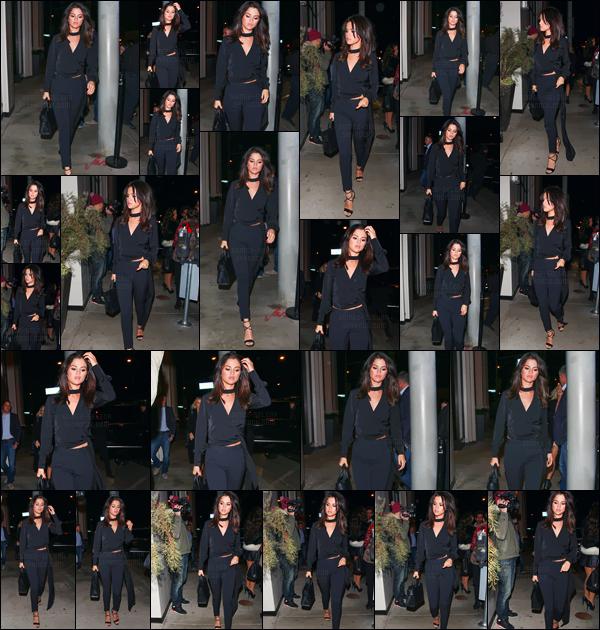 - 03.12.16'─'Selena Gomez arrivait en soirée au restaurant « Catch LA » dans le quartier de West Hollywood, CA.[/s#00000ize]Cette fois-ci notre belle chanteuse était vêtue tout en noir, un sans faute d'ailleurs ! Selena a été photographiée en quittant le restaurant aussi. Avis ? -