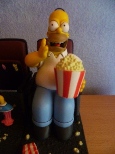 Figurine Homer Simpson.
