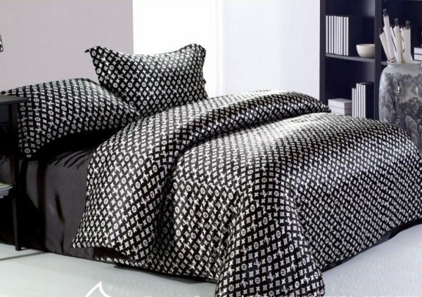 housse de couette louis vuitton 150 mode chic d tail choc. Black Bedroom Furniture Sets. Home Design Ideas