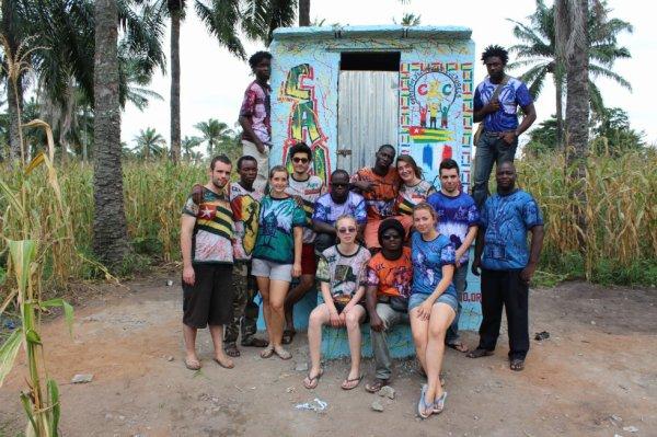 Projet de construction de latrines dans le village d'Alokoegbé en juillet 2013