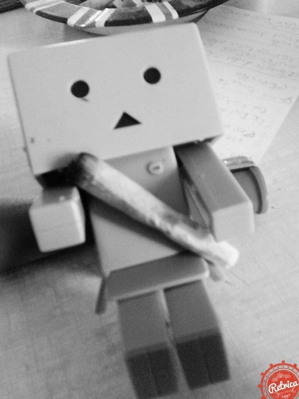 """"""" C'est  fou comment les gens puisse fumer  de plus en plus chaque  jours mais il y a une chose  qui fait savoir c'est  que la clope abime tes poumons  et la drogue  certe elle soulage  des maladie grave mais elle grille des norone dans tout les cas il ne faut jamais fumer apr�s  on a du mal a arr�t�  .. vous voulez rester en bonne sant�  pendants  longtemps  ne fumer pas """""""